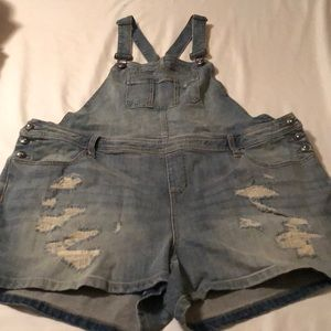 Torrid distressed denim overall shorts size 18
